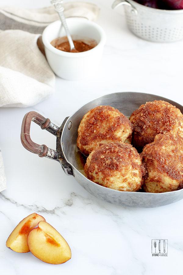 gnocchi di patate e susine primo piano