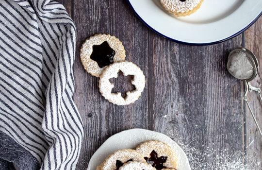 Aria di natale con i biscotti Linzer