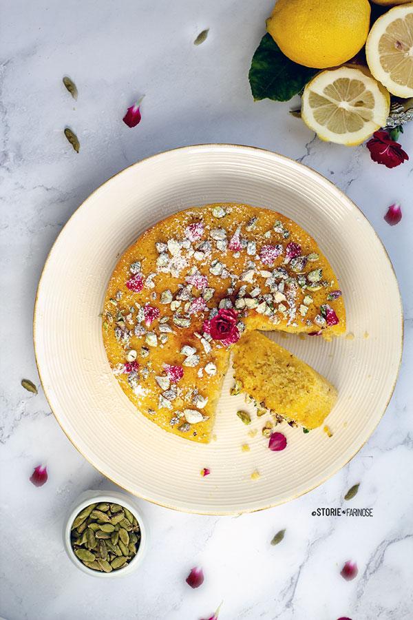 torta dell'amore con fetta