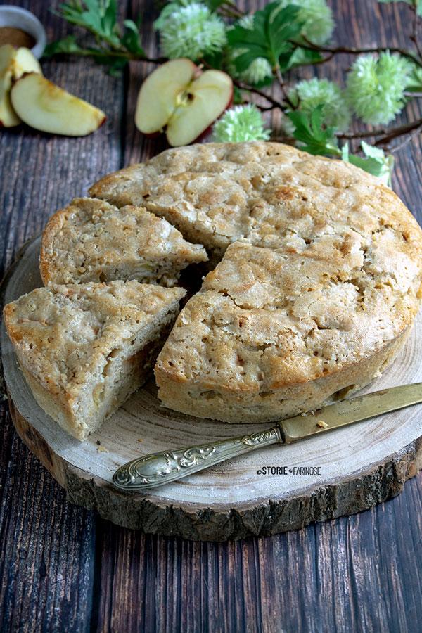 torta di mele rustica con due tagli