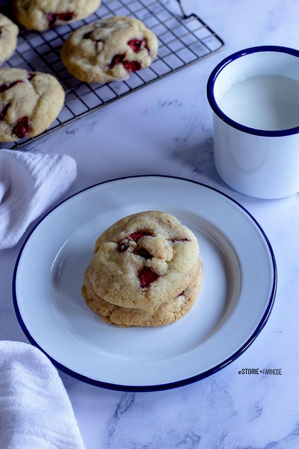 biscotti cheesecake sul piatto
