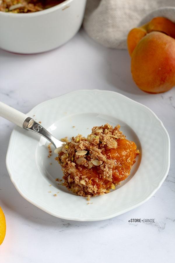 crumble dolce di albicocche al cucchiaio