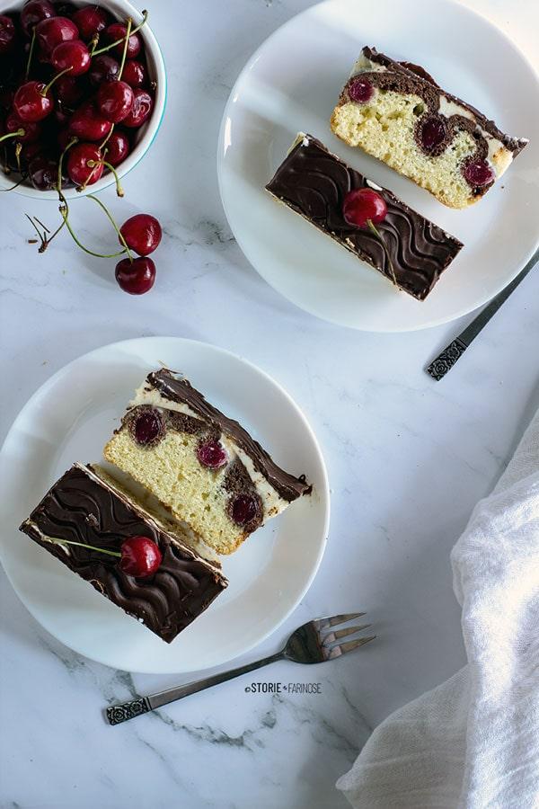 torta Biancaneve con ciliegie