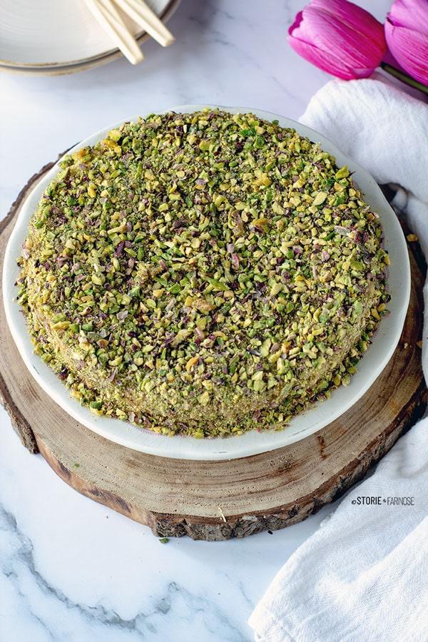 torta al pistacchio di Bronte  sul vassoio