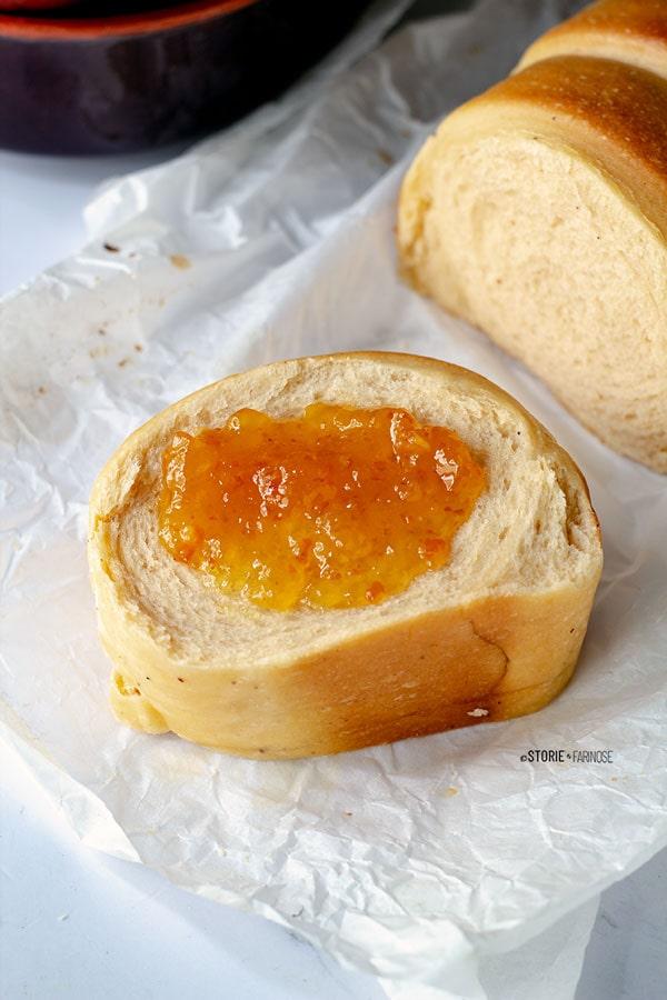 fetta di pane di patate dolci con marmellata